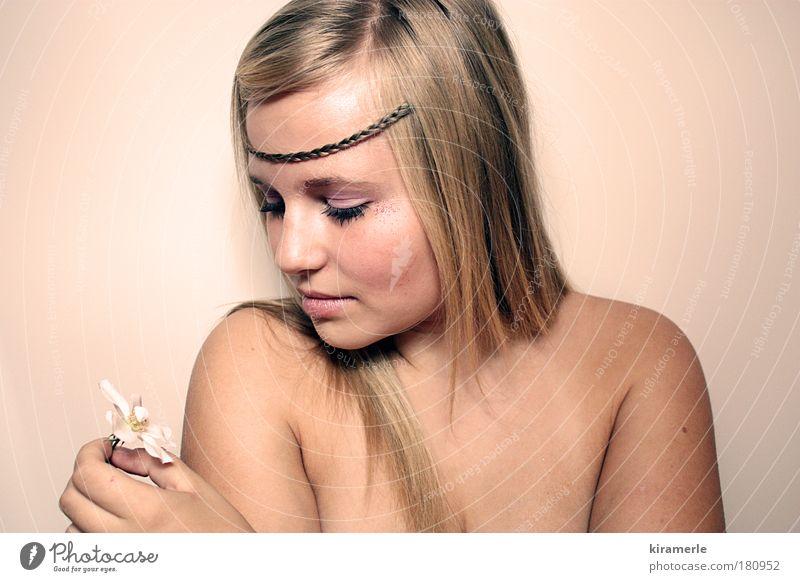 littlest things Mensch Jugendliche weiß schön Denken träumen Junge Frau blond rosa elegant authentisch Hoffnung festhalten Unendlichkeit dünn genießen
