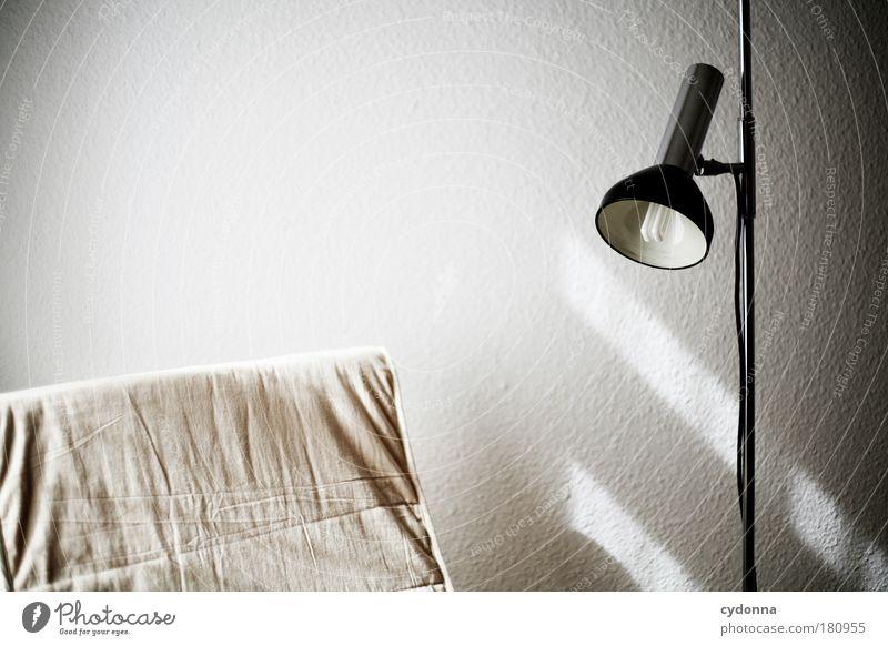 Leseecke ruhig Erholung Leben Wand Mauer träumen Lampe Freizeit & Hobby Raum Zeit Wohnung sitzen Ordnung Innenarchitektur Häusliches Leben retro