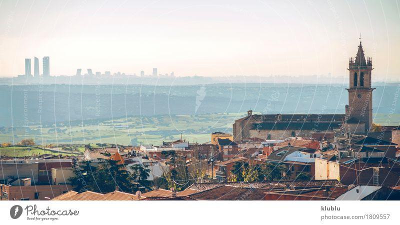 Panoramablick von Colmenar Viejo, klein in Madrid, Spanien Himmel Ferien & Urlaub & Reisen Stadt Landschaft Straße Architektur Religion & Glaube Gebäude