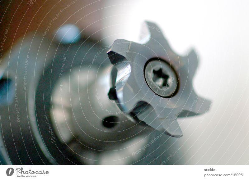 Metallfräße drehen grau Industrie Bohrmaschine Bewegung Metallbearbeitung gold Fräßen Scharfer Gegenstand