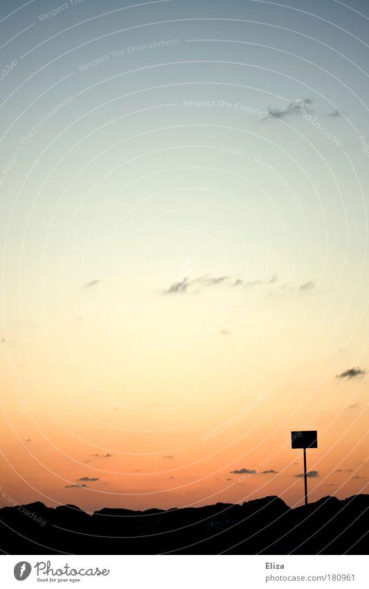 Bedeutungslos Natur Himmel Wolken Ferne Küste Schilder & Markierungen Felsen Hügel Hinweisschild Sonnenuntergang Warnschild