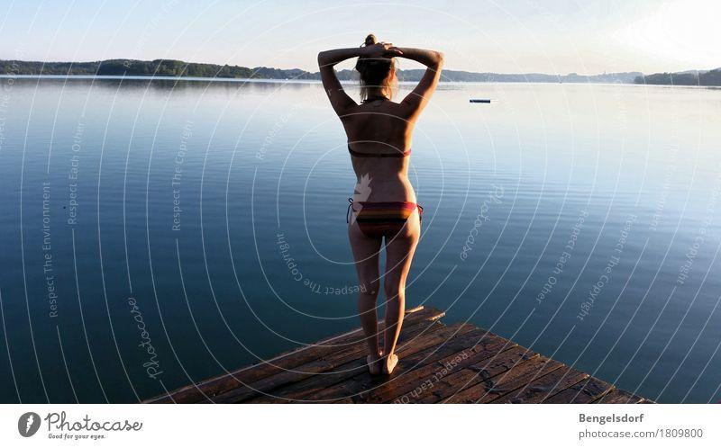 Morgenbad Mensch Ferien & Urlaub & Reisen Jugendliche blau Sommer Wasser Erholung ruhig Leben feminin Gesundheit Glück Freiheit Schwimmen & Baden See Ausflug