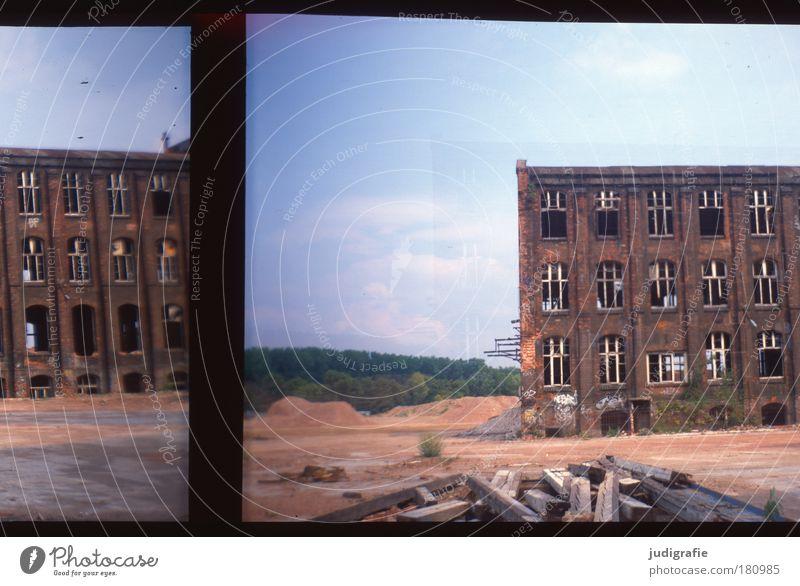 Vergangen Farbfoto Außenaufnahme Experiment Menschenleer Tag Industrie Arbeitslosigkeit Industrieanlage Fabrik Ruine Bauwerk Gebäude Architektur alt bedrohlich