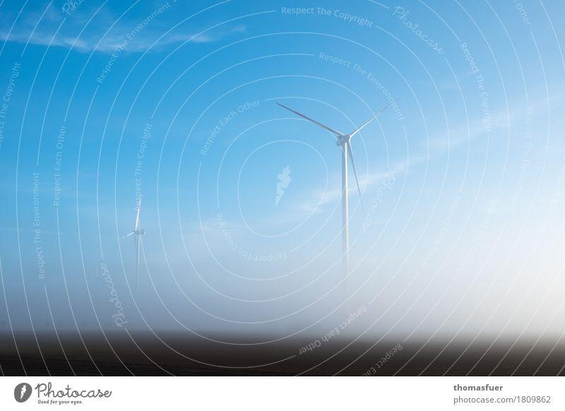 Windkraftanlagen im Nebel Energiewirtschaft Fortschritt High-Tech Erneuerbare Energie Umwelt Natur Landschaft Himmel Sonnenaufgang Klima Klimawandel Feld ruhig