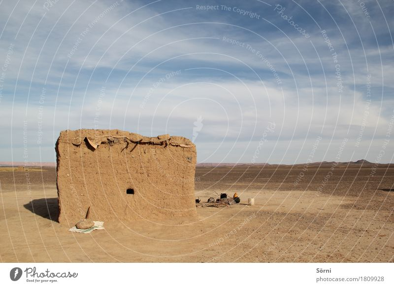Nomadie Ausflug Abenteuer Ferne Freiheit Wüste Sahara Haus Hügel Marokko Hütte Bauwerk Lehmhütte Mauer Wand Fassade Armut außergewöhnlich dreckig Unendlichkeit