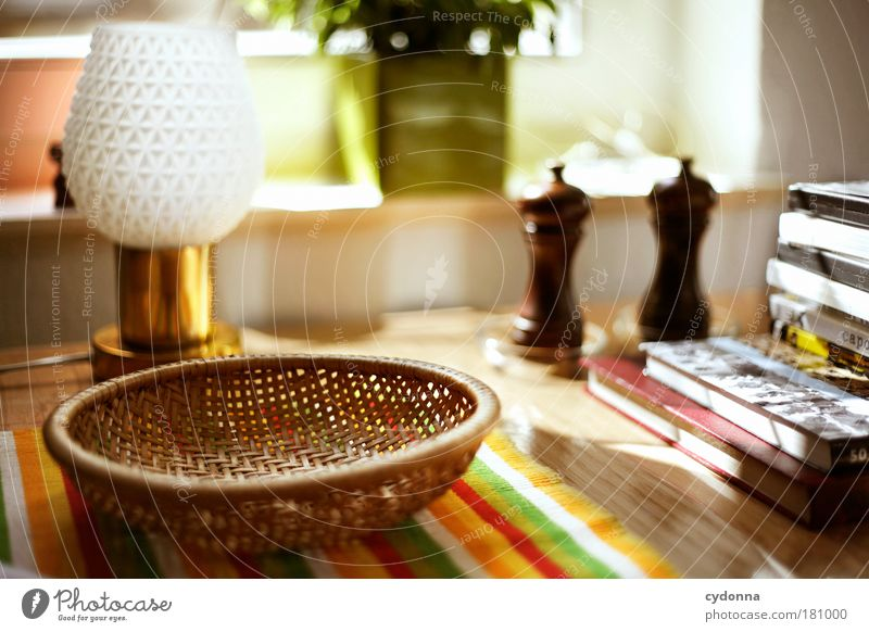Küchentisch Farbfoto Innenaufnahme Nahaufnahme Detailaufnahme Menschenleer Tag Licht Schatten Kontrast Sonnenlicht Starke Tiefenschärfe Totale Häusliches Leben