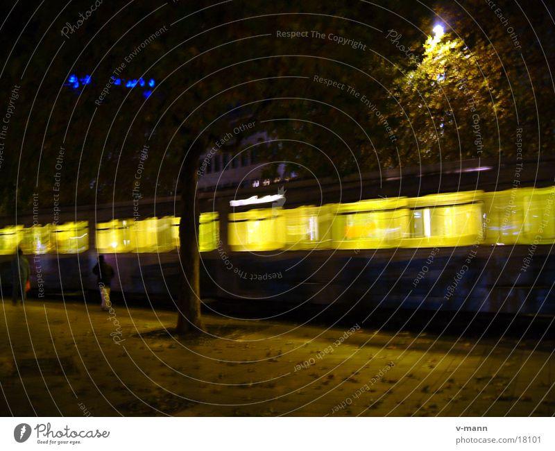 Strassenbahn Hannover abends Verkehr vorwärts Straßenbahn Hauptbahnhof