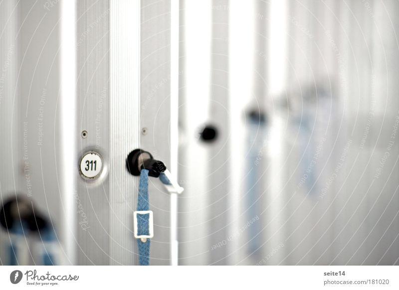 Spind blau Sommer Erholung grau Metall Freizeit & Hobby Ordnung Bekleidung Sauberkeit Ziffern & Zahlen Schwimmbad tauchen Stahl Bikini hängen Schlüssel