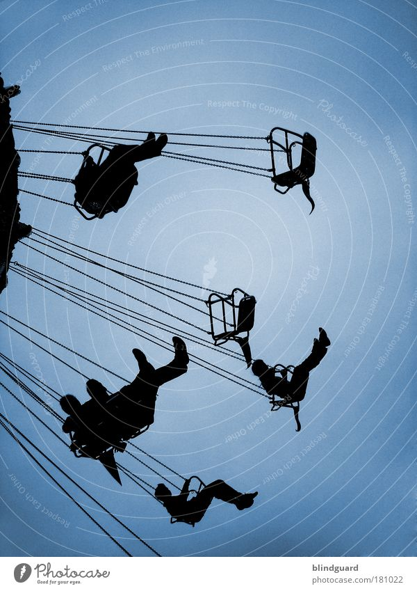 Mama Were All Crazy Now Mann blau Sommer Freude schwarz Erwachsene Glück Feste & Feiern Kindheit sitzen fliegen maskulin Silhouette Veranstaltung Jahrmarkt Maschine