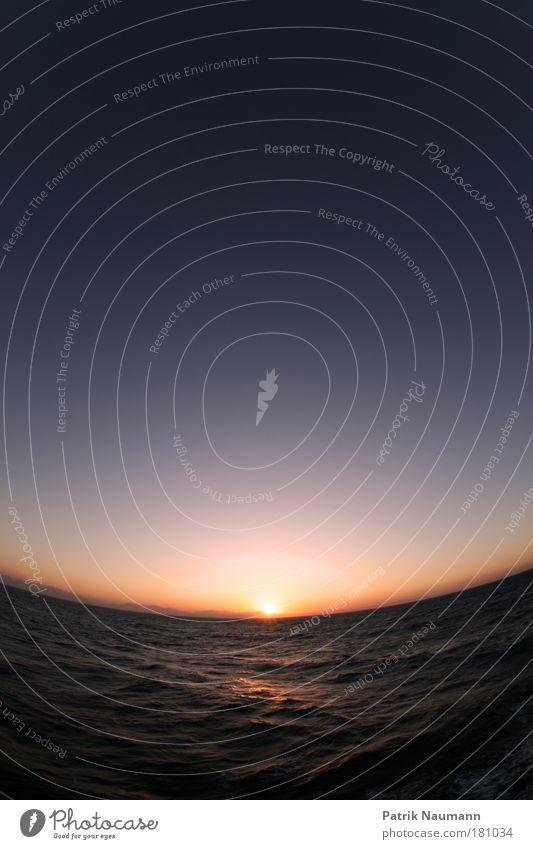 Badewanne Gedeckte Farben Außenaufnahme Textfreiraum oben Textfreiraum unten Dämmerung Kontrast Reflexion & Spiegelung Sonnenlicht Sonnenstrahlen Sonnenaufgang