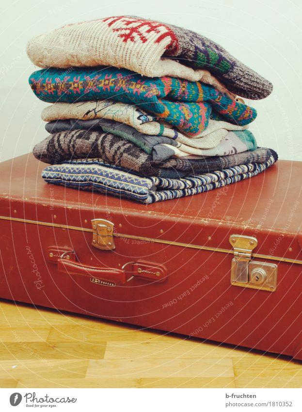 Warme Sachen einpacken Ferien & Urlaub & Reisen alt Wärme retro Pullover sortieren Wolle Strickpullover Wollpullover