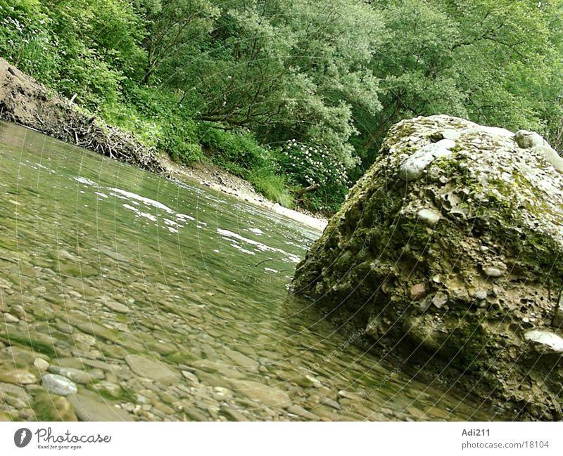 Mangfall-Fluss Wasser Graffiti Felsen
