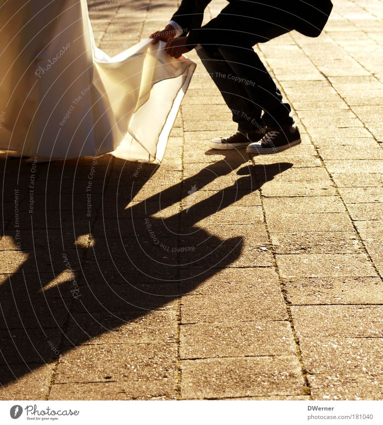 just married I Mensch Jugendliche schön Ferien & Urlaub & Reisen Liebe feminin Glück Beine Paar Fuß Feste & Feiern Zufriedenheit Tanzen elegant maskulin