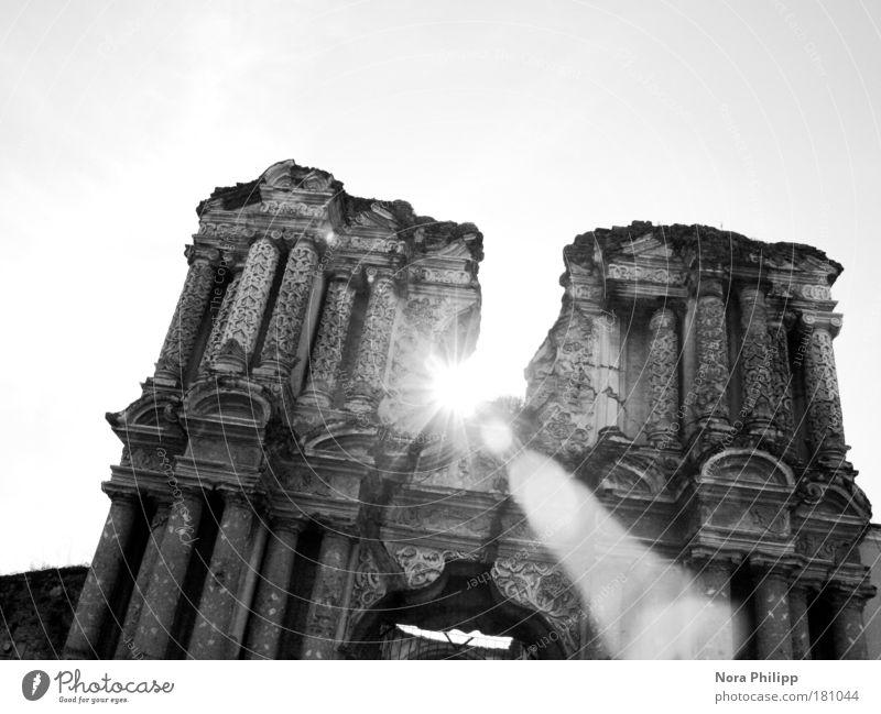 Sonnenstrahl und Ruine weiß Ferien & Urlaub & Reisen schwarz Architektur Gebäude Religion & Glaube träumen Zeit Hoffnung Kirche Wandel & Veränderung leuchten
