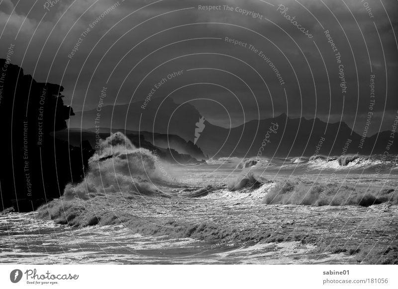 Brandung Schwarzweißfoto Außenaufnahme Menschenleer Textfreiraum oben Abend Dämmerung Licht Schatten Kontrast Silhouette Reflexion & Spiegelung Lichterscheinung