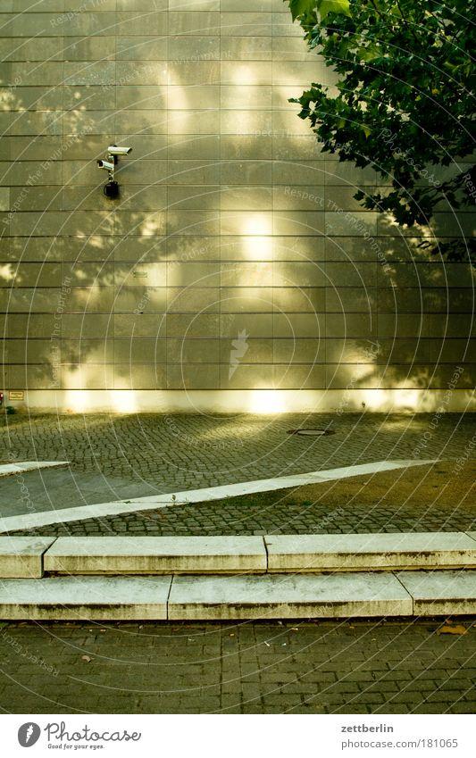 Überwachungskamera 1500 Fotokamera Videokamera Sicherheit schäuble-2.0 innetre sicherheit Kriminalität Wand Bürgersteig z Buchstaben Textfreiraum