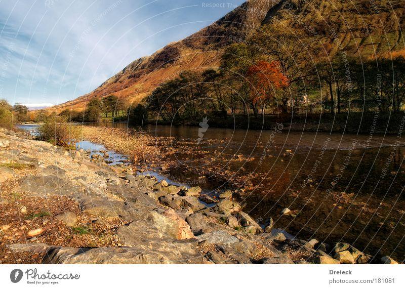 delayed scottish autumn Farbfoto Außenaufnahme Menschenleer Tag Licht Schatten Kontrast Reflexion & Spiegelung Starke Tiefenschärfe Zentralperspektive Totale