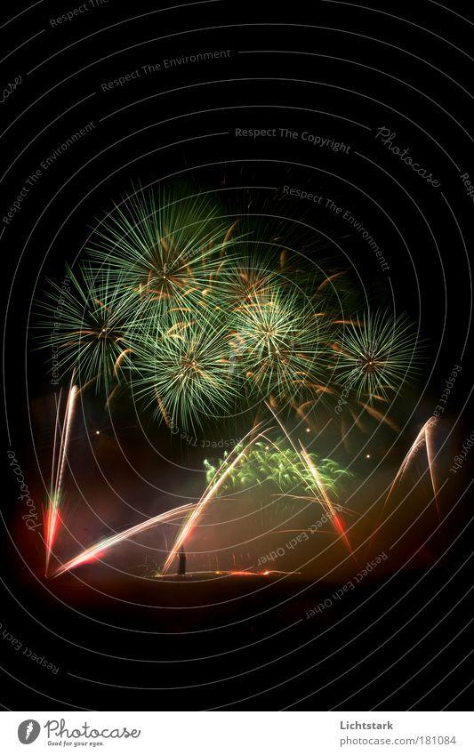alles wird asche Menschenleer Textfreiraum oben Textfreiraum unten Abend Nacht Bewegungsunschärfe Stil Freude Glück Spielen Nachtleben Entertainment