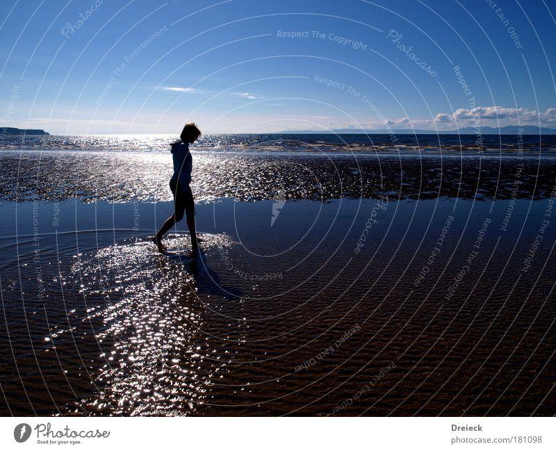 deep blue sea Natur Jugendliche Wasser Himmel Sonne Meer Sommer Strand Ferne feminin Bewegung Freiheit träumen Wärme Luft Wellen