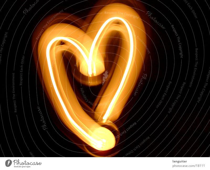 Für meine Liebe Mitgefühl Kerze Romantik dunkel brennen rot Gefühle Rascheln anzünden glühen Langzeitbelichtung Herz Brand Abend orange Flamme Wärme
