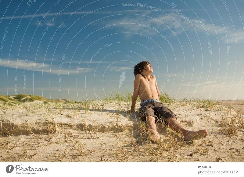 Carpe diem Mensch Kind Natur Jugendliche Himmel Meer Sommer Strand Ferien & Urlaub & Reisen ruhig Freude Erholung Junge Gras träumen Blick