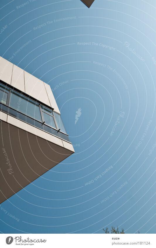Ecke Himmel blau Fenster Wand Architektur Mauer Gebäude Fassade modern Studium Schönes Wetter Spitze einfach Bildung Zeichen