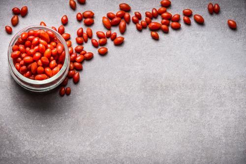 Frische Goji Beeren, Superfood Natur Gesunde Ernährung Foodfotografie Essen Leben Stil Gesundheit Lebensmittel Design Frucht frisch Glas Bioprodukte