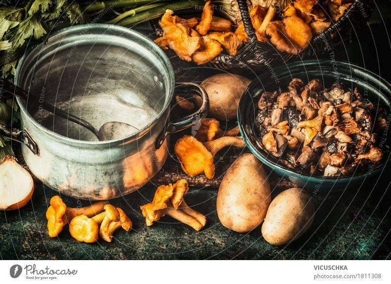 Waldpilze, Zutaten und Kochtopf Natur Gesunde Ernährung Foodfotografie Herbst Stil Lebensmittel Design Häusliches Leben Tisch Küche Gemüse Bioprodukte Geschirr
