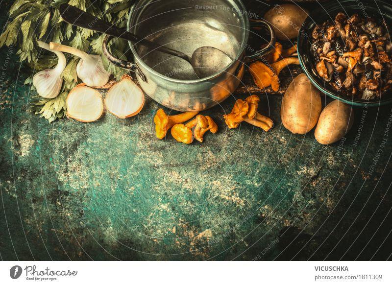 Kochen mit Waldpilze Lebensmittel Gemüse Suppe Eintopf Kräuter & Gewürze Ernährung Mittagessen Abendessen Bioprodukte Vegetarische Ernährung Slowfood Geschirr