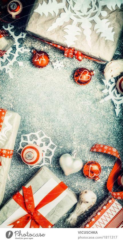Weihnachtsgeschenke mit Papier Schneeflocken Weihnachten & Advent rot Winter Innenarchitektur Stil Feste & Feiern Design Häusliches Leben