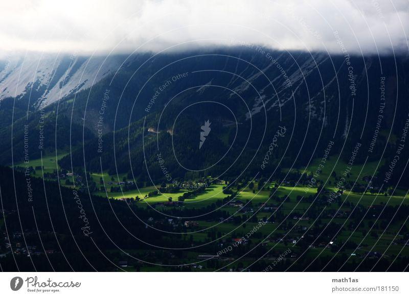 Grüne Herz von Österreich Farbfoto Menschenleer Textfreiraum oben Textfreiraum unten Tag Abend Licht Schatten Starke Tiefenschärfe Vogelperspektive