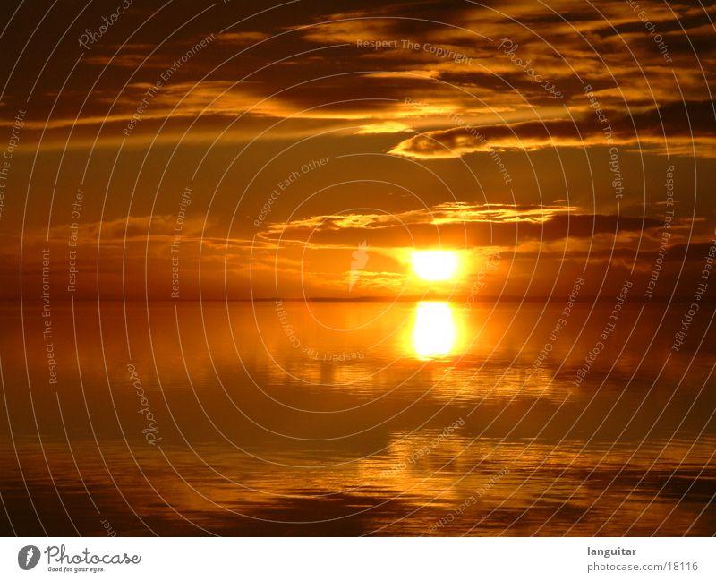 Sonnenuntergang in Dänemark 2 See rot Wolken Romantik Ferne Dämmerung Meer Gefühle Abend schön orange Himmel Wasser ausklang gemalt Abenddämmerung himmelsbrot