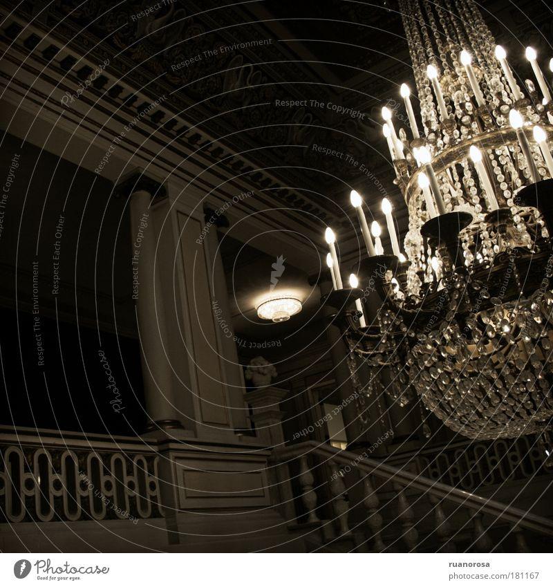 Farbfoto Innenaufnahme Menschenleer Kunstlicht Schatten Kontrast elegant Stil Innenarchitektur Dekoration & Verzierung Möbel Lampe Raum Burg oder Schloss