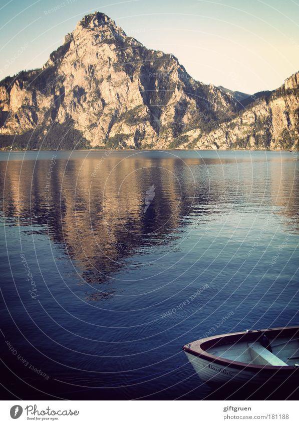 nautilus Farbfoto Außenaufnahme Menschenleer Umwelt Natur Wasser Himmel See ästhetisch Tourismus Berge u. Gebirge Bergsteigen Gewässer Boot Ruderboot Motorboot