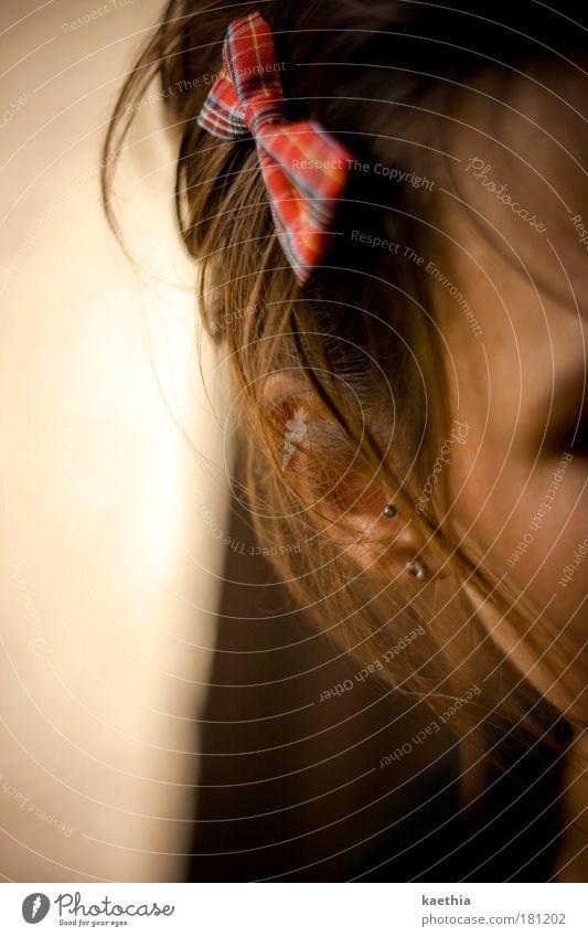 warum in die ferne schweifen? Jugendliche schön rot ruhig Erwachsene Einsamkeit Gesicht Erholung Leben Kopf Haare & Frisuren Glück Traurigkeit träumen Haut