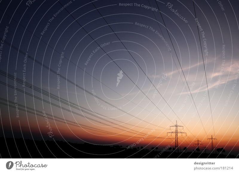 Lebensstrom Himmel dunkel Wetter Klima Energiewirtschaft Elektrizität leuchten Technik & Technologie Schönes Wetter Kontakt Verbindung Strommast Klimawandel