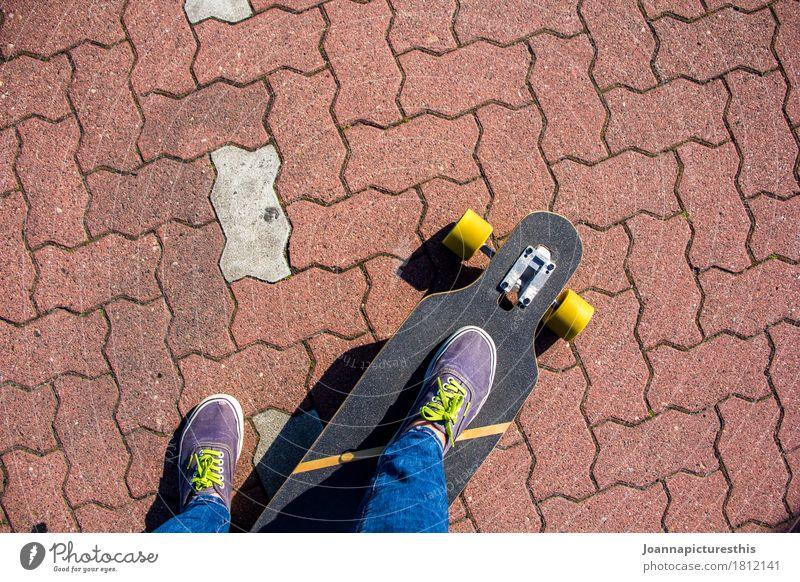 Rollen Mensch Jugendliche Stadt Straße Bewegung Sport Lifestyle Beine Fuß Freizeit & Hobby Coolness fahren trendy Skateboard Turnschuh Punk