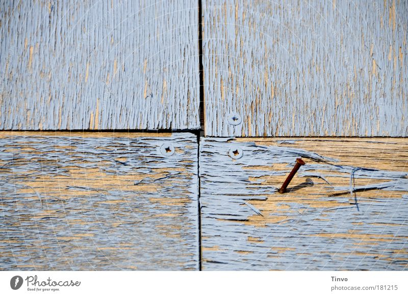 an den Nagel hängen... alt blau Einsamkeit Holz Linie braun trist kaputt Vergänglichkeit geheimnisvoll verfallen Verfall Kreuz Teilung Rost trocken