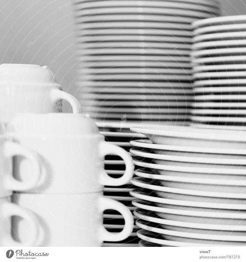 viele Freunde Schwarzweißfoto Innenaufnahme Nahaufnahme Detailaufnahme Menschenleer Licht Schwache Tiefenschärfe Geschirr Teller Tasse Küche Restaurant