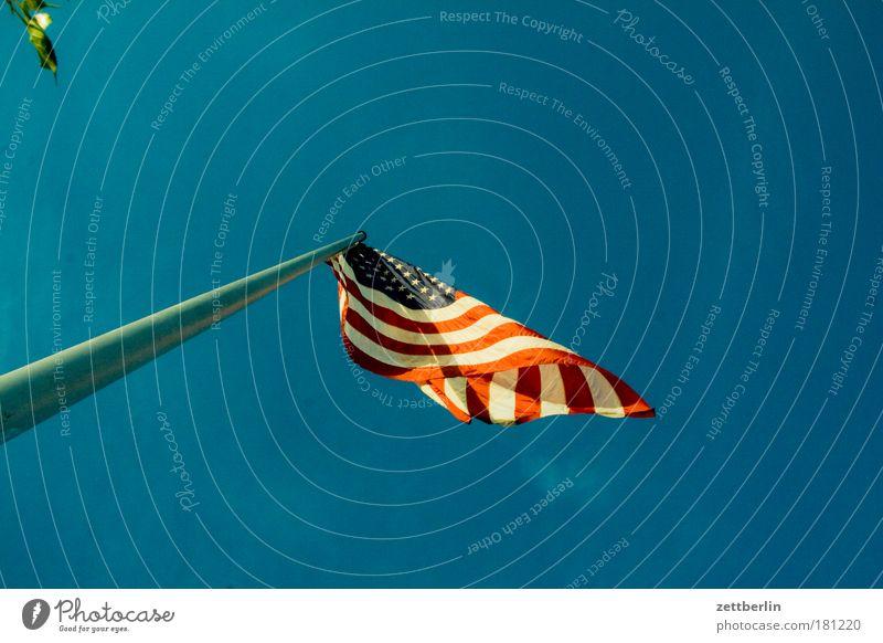 Winkelement Himmel Wind Fahne Amerika Stars and Stripes Textfreiraum Fahnenmast wehen flattern Amerikaner Rock `n` Roll Nationalitäten u. Ethnien Patriotismus