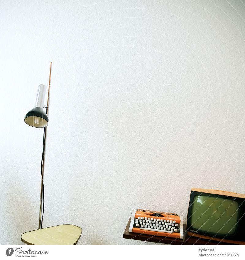 Multimedia Farbfoto Innenaufnahme Detailaufnahme Menschenleer Textfreiraum rechts Textfreiraum oben Textfreiraum Mitte Hintergrund neutral Tag Licht Schatten