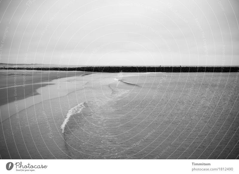 monoton   Gähnemark Himmel Natur Ferien & Urlaub & Reisen Wasser Erholung ruhig Strand schwarz Umwelt Gefühle grau Stein Sand Wellen ästhetisch Urelemente