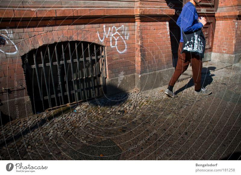 Berlin fashion Mensch Jugendliche Stadt Farbe Stil Lifestyle Kunst Fassade Design maskulin Bekleidung Kultur einzigartig Backstein Sightseeing Städtereise