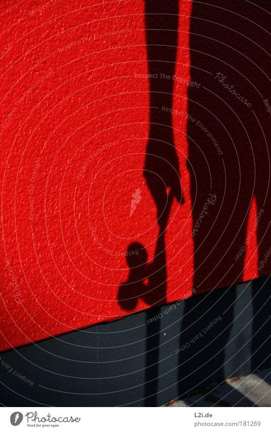 SCHATTEN-SKATER IV Mann Skateboarding Wand Schatten rot Silhouette Hand Arme Sonnenlicht Lichtspiel Stil