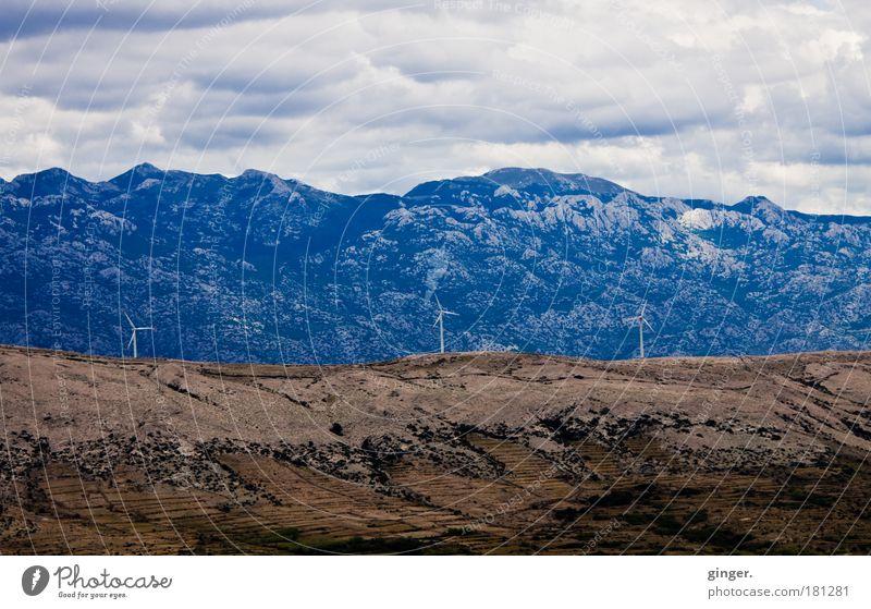Warten auf Bora Energiewirtschaft Erneuerbare Energie Windkraftanlage Umwelt Landschaft Wolken Klima Felsen Berge u. Gebirge Pag Kroatien Europa drehen blau