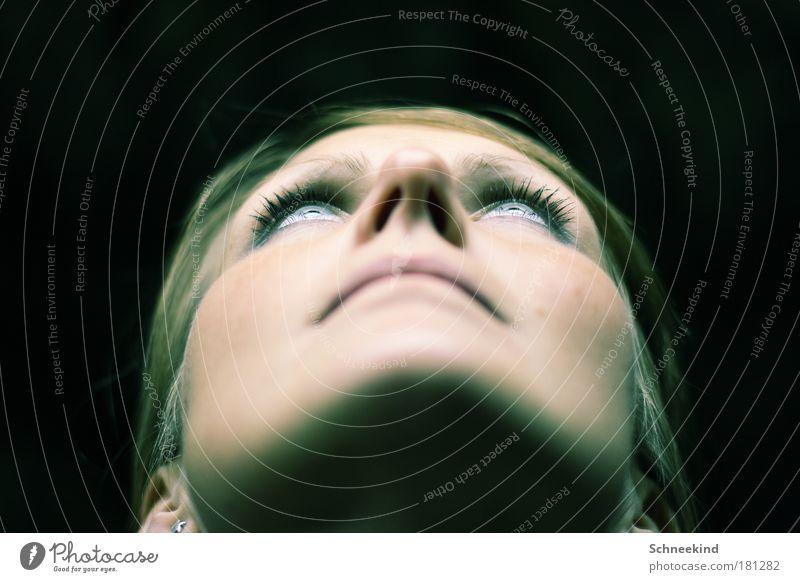 Beam me Up! Frau Mensch Jugendliche schön Gesicht ruhig Auge feminin Haare & Frisuren träumen Kopf Denken Mund hell Erwachsene Nase
