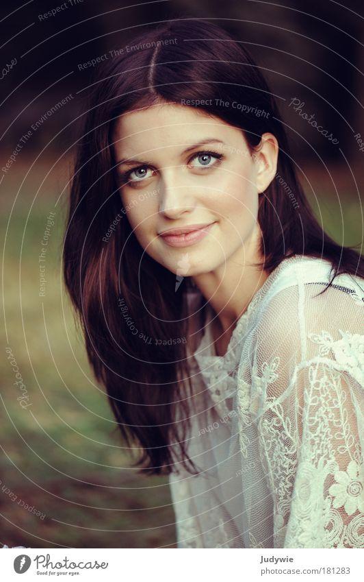 La belle II Mensch Natur Jugendliche schön feminin Umwelt Gefühle Haare & Frisuren Glück Garten Stil Mode Park elegant Porträt Romantik