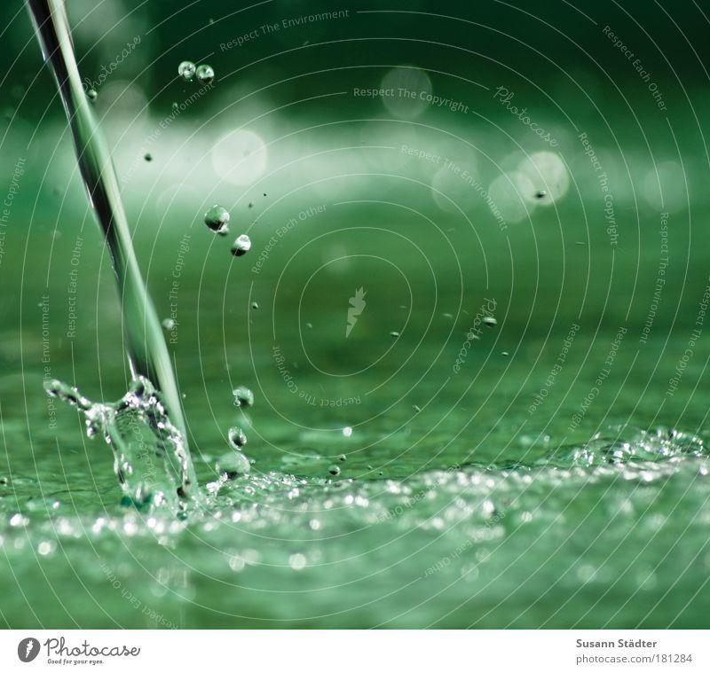 plitschplatschnass Wasser grün Brunnen See Küste Wellen Fluss Wassertropfen Tropfen Flüssigkeit feucht Teich Flussufer Wasserfall spritzen