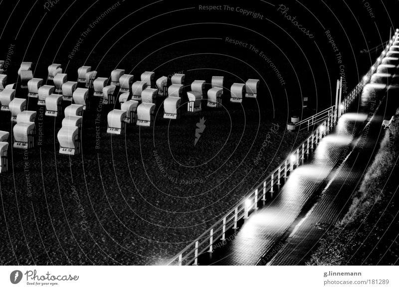 Raum Schwarzweißfoto Außenaufnahme abstrakt Muster Strukturen & Formen Menschenleer Nacht Licht Schatten Kontrast Silhouette Reflexion & Spiegelung