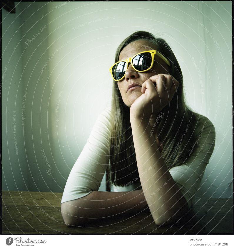 Seelenreflektorat Mensch Frau Jugendliche schön Junge Frau Erwachsene kalt Leben feminin Traurigkeit Haare & Frisuren Denken träumen warten Zukunft Coolness